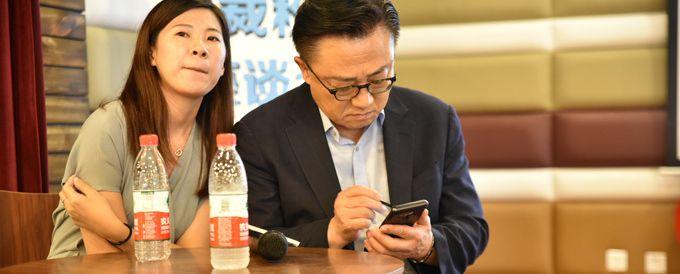 Samsung Galaxy Note9 w dłoniach CEO