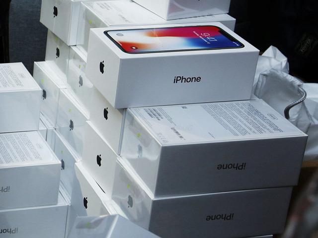 Czy Apple przeszacował popularność iPhone'a X?