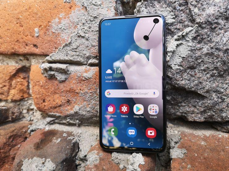 Small, light, fast and efficient - this is Samsung Galaxy S10e