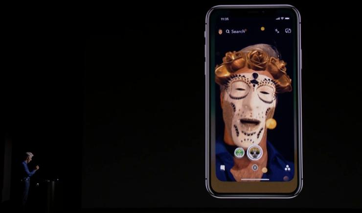 Craig Federighi prezentuje możliwości Super Retina Display i rozpoznawania twarzy