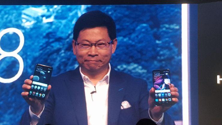 Prezes Huawei prezentuje nowe smartfony
