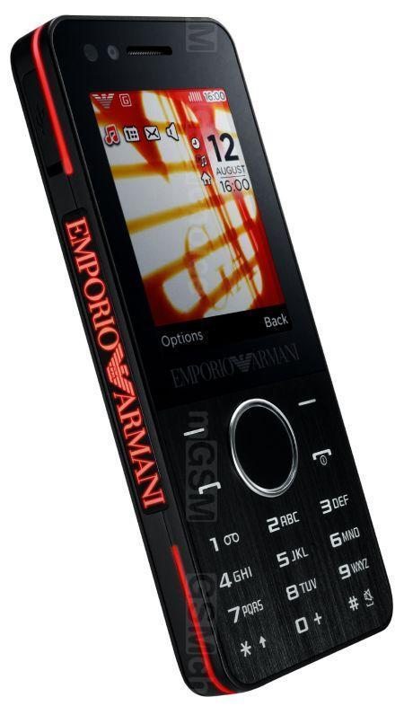 Чтобы превратить телефон в банковскую карту и пользоваться nfc, достаточно скачать приложение банка и подключить к смартфону необходимую карту.