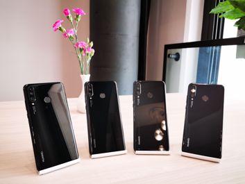 Poza tą fortepianową czernią i kolorem niebieskim, smartfon pojawi się także w bieli