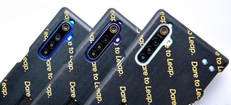 Realme 5 Pro w pokrowcu