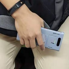 Zamaskowany Huawei Mate 30 Pro i dedykowany mu pokrowiec