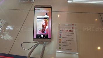 Wystawa telefonów w Huawei Demo Truck