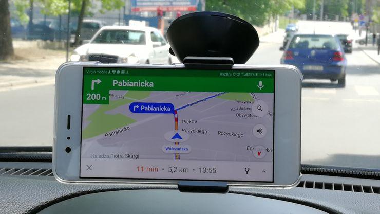 Huawei P10 używany może być do wielu zadań - także jako nawigacja