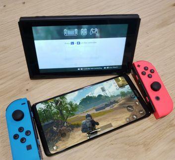 Honor Note 10 obok Nintendo Switch