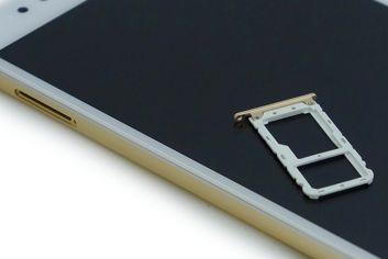 Gniazdo kart w Xiaomi Mi A1