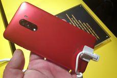 Trzy kolory standardowego Pocophone F1
