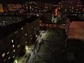 Porównanie zdjęć w trybie auto (górny rząd) z trybem nocnym (dolny rząd)