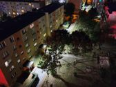 Porównanie zdjęć w trybie automatycznym i nocnym