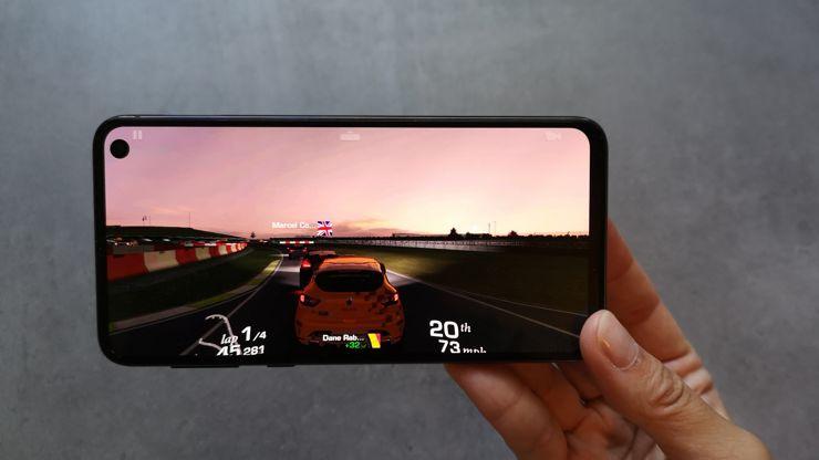 Samsung Galaxy S10e bez problemu radzi sobie z najbardziej wymagającymi grami