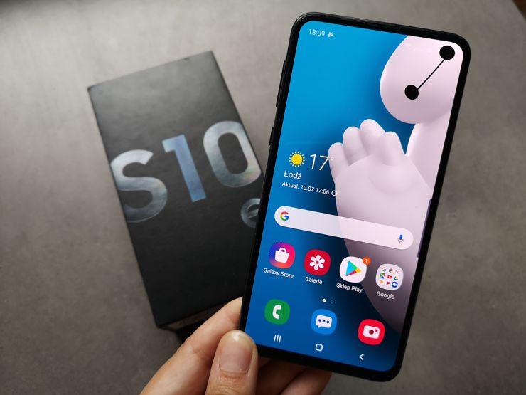 Mimo nielicznych wad Samsung Galaxy S10e jest udanym modelem